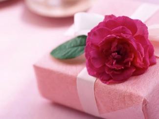 http://y.msttic.com/img/cms/5-belles-idees-cadeaux-pour-la-journee-de-la-femme.jpg